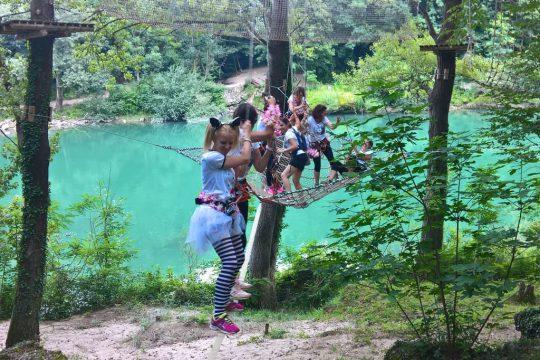 dekliščina v adrenalinskem parku